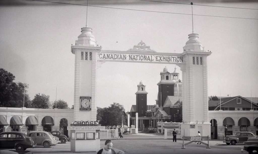 1952 - Looking southwest towards the second Dufferin Gate and the Government Building