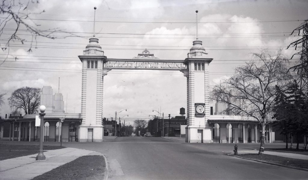 1953 - The second Dufferin St Gate, looking north