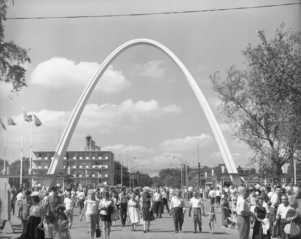 1960 - Looking north up Dufferin St from The Ex