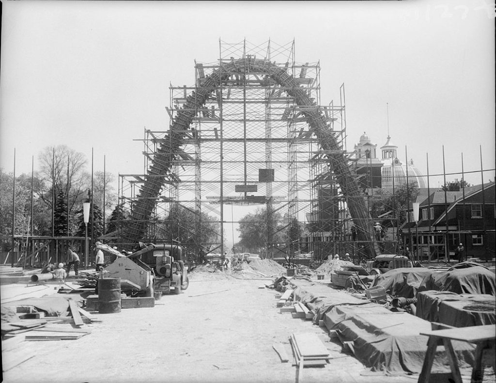 1959 - Construction of the Dufferin Gate and the Gardiner Expressway