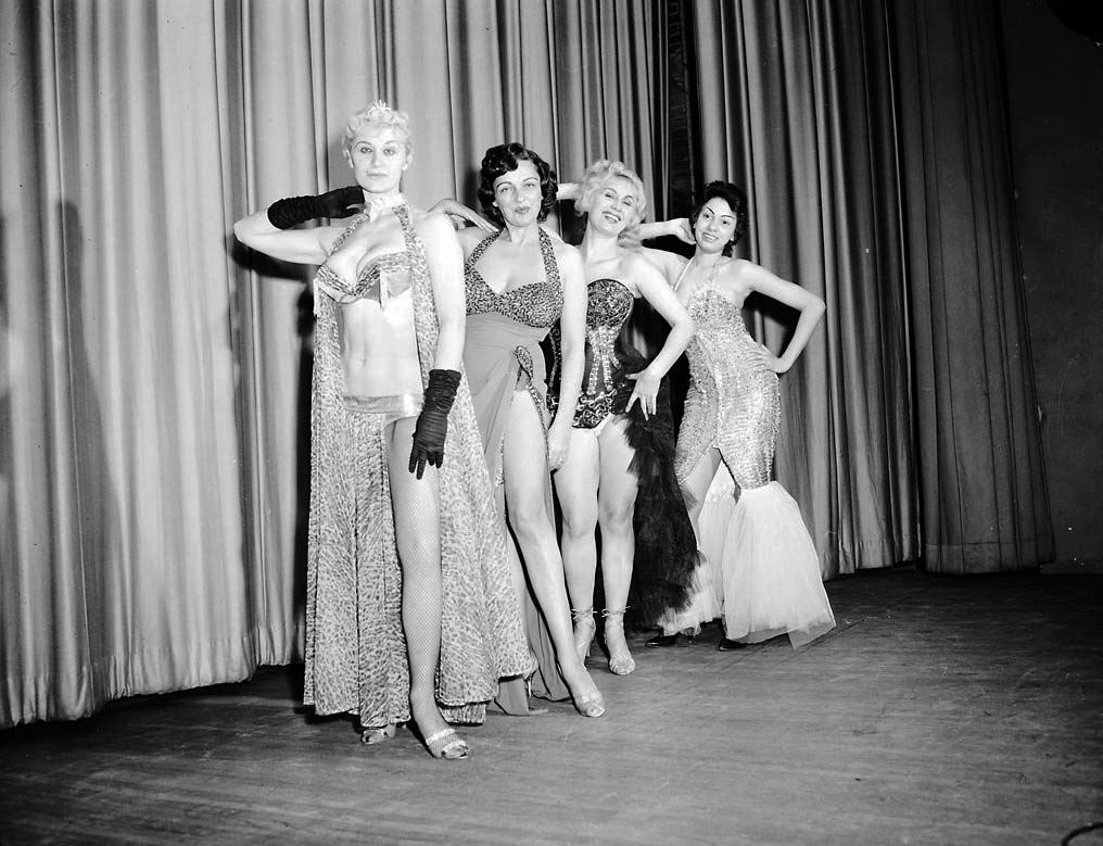 1960 - Performers on the stage of the Lux Burlesque Theatre