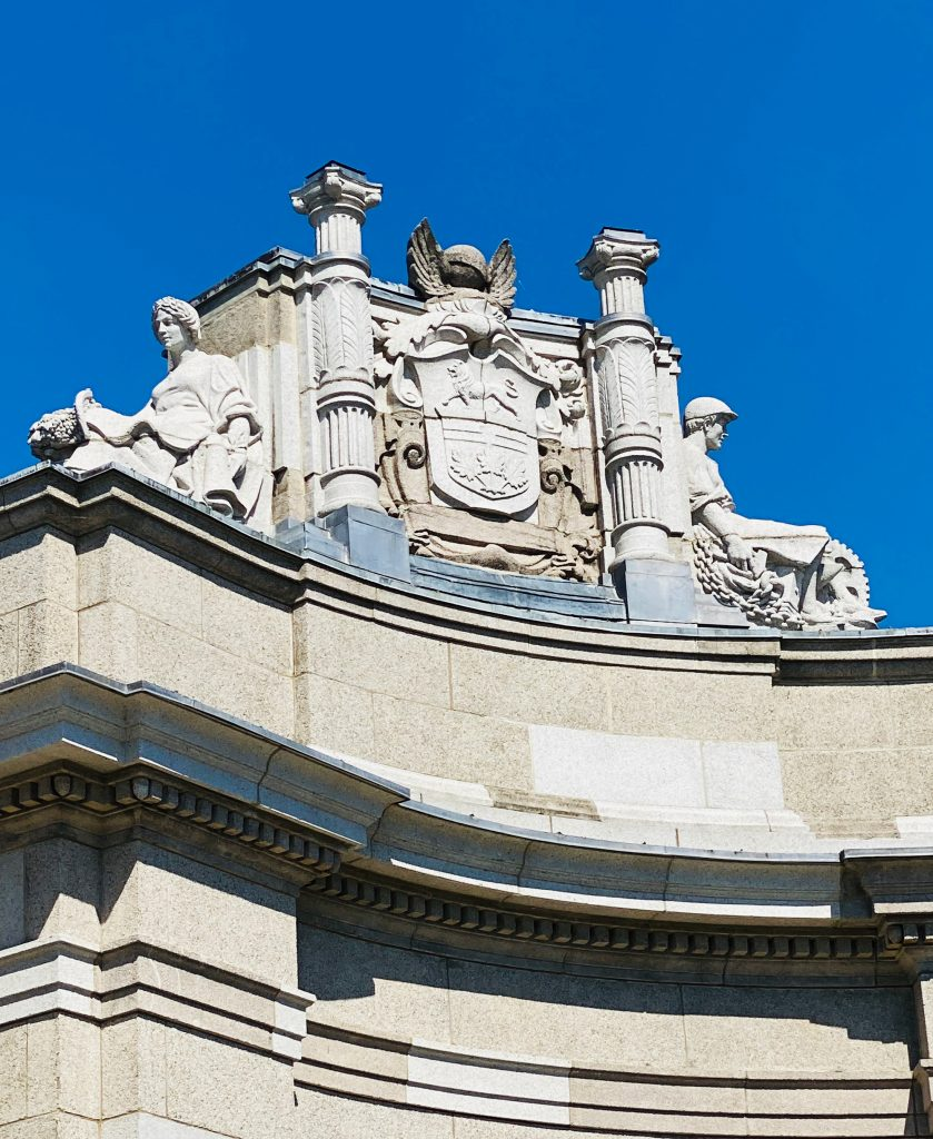 2020 - Ontario's Coat of Arms sculpture at the Princes' Gates