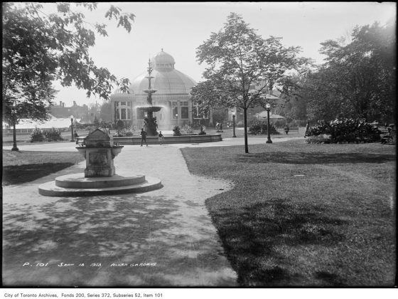1913 - The Fountain and Palm House at Allan Gardens