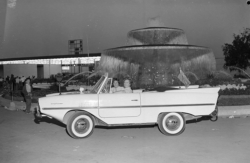 1962 - Ladies in an amphicar near the fountains at the CNE
