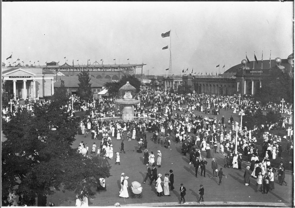 1908 - Crowds at the Canadian National Exhibition near the Gooderham Fountain