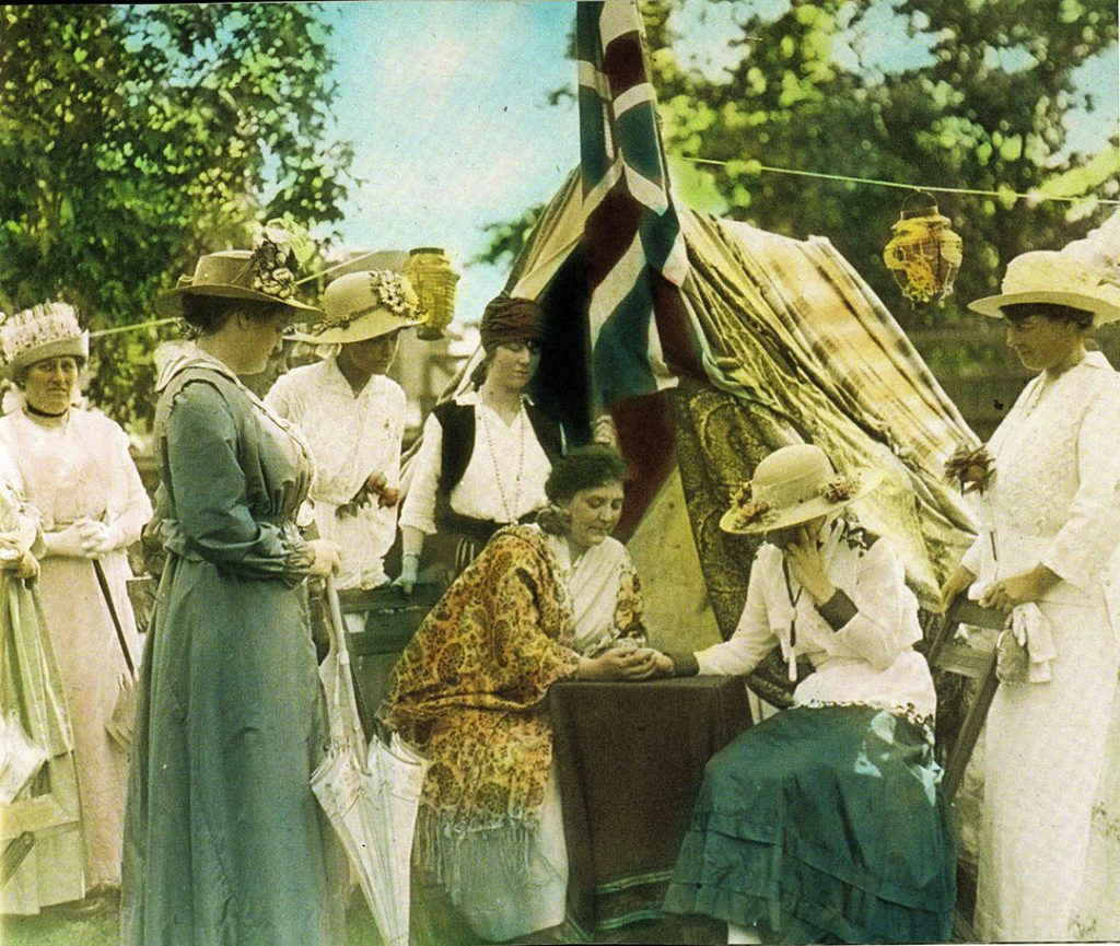 1910's - CNE visitors with a psychic
