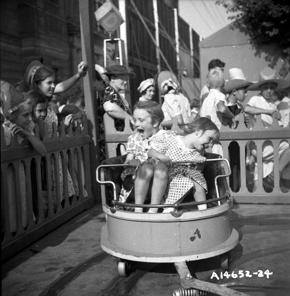 1940 - Fun on The Midway