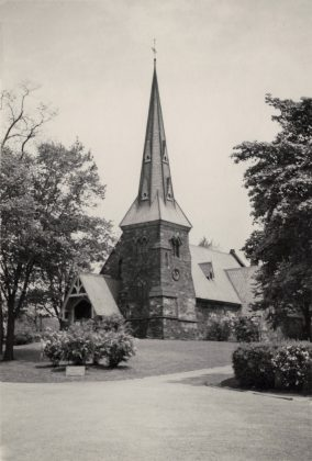 1915 - Chapel of St. James-the-Less at 635 Parliament St (Toronto Public Library r-5783)