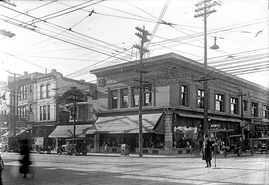 1923 - Policeman directing traffic at Yonge and Bloor Sts in front of Stollery's