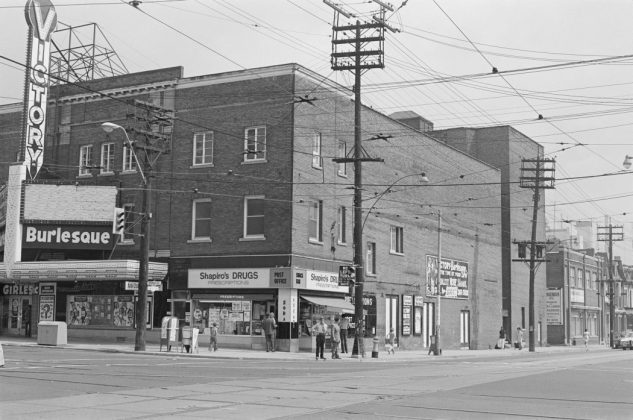 1972 - The Victory Burlesque Theatre at Spadina Ave and Dundas St W, looking northeast
