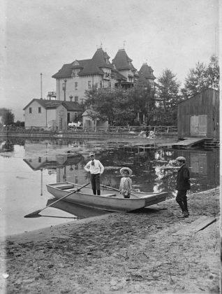 1907 - Hanlan's Hotel once at Hanlan's Point on the Toronto Islands - building no longer exists