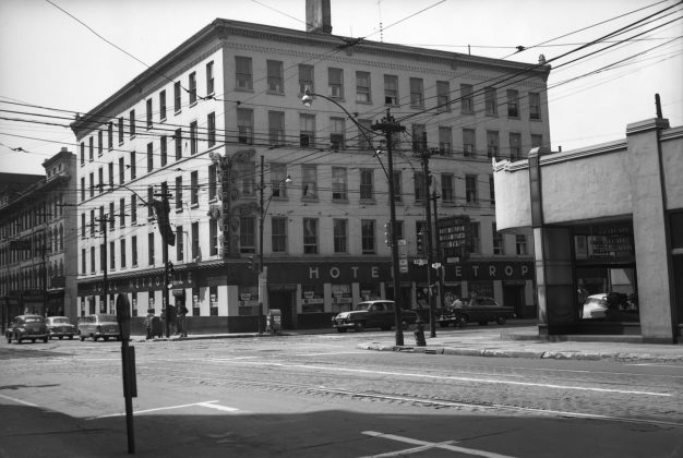 1954 - Metropole Hotel once at King St W and York St, southwest corner