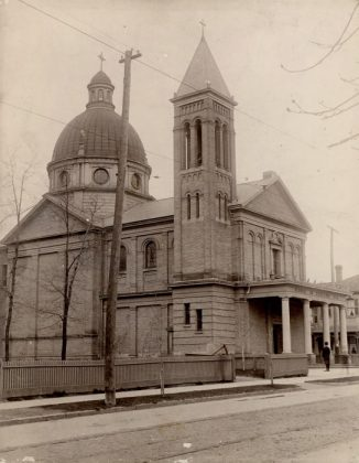 1900 - Our Lady of Lourdes at 520 Sherbourne St (between Lourdes Ln & Earl St - Toronto Public Library r-642)