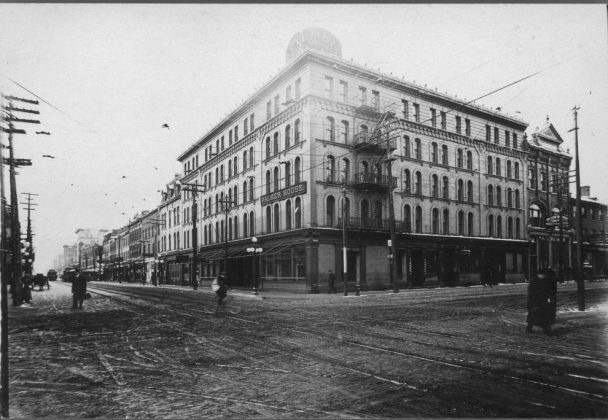 1910 - The Palmer House once at King St W and York St, northwest corner