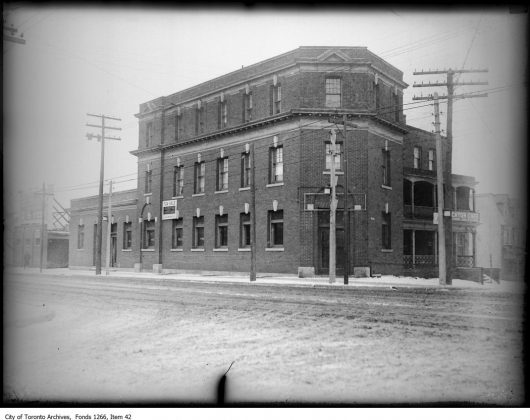 1922 - Brockton Hotel once at 1543-1553 Dundas St W and Sheridan Ave, southeast corner - building no longer exists