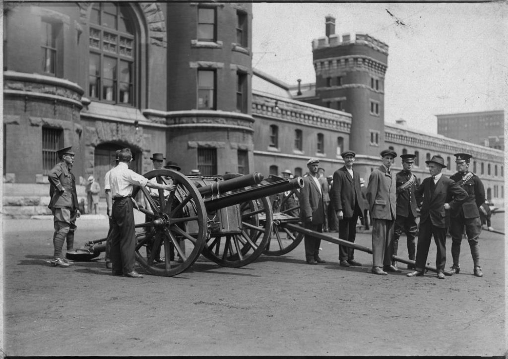 1914 - Caption mentions recruits doing artillery training with an 18-pounder drill at the Armouries