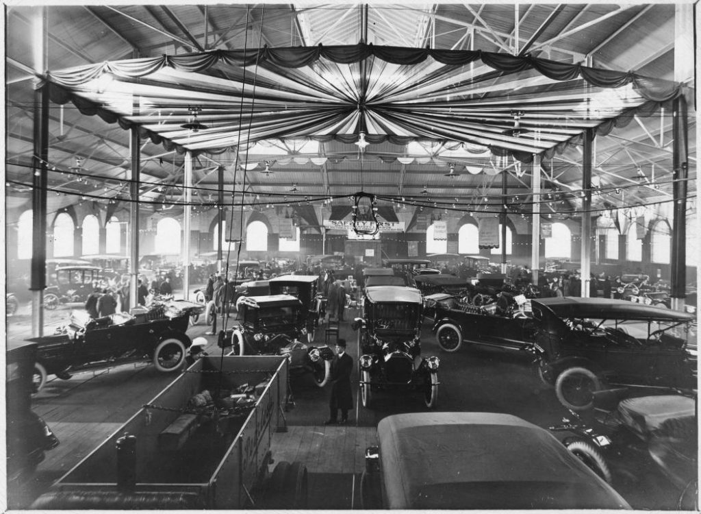 1913 - An auto show at the University Avenue Armouries