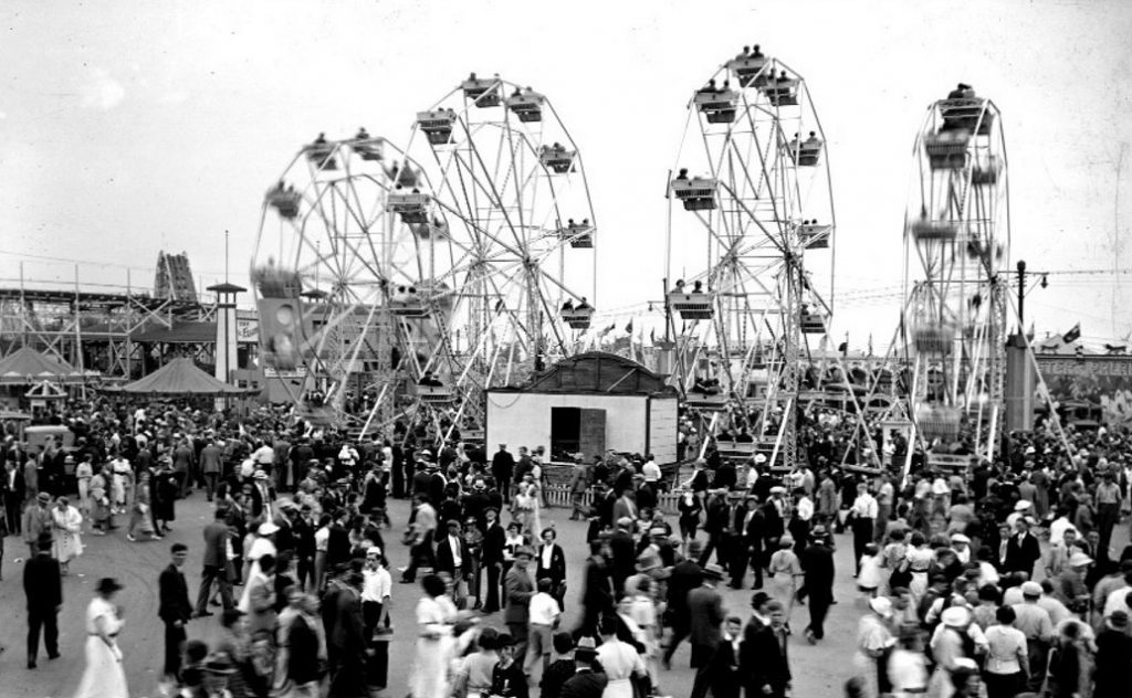 1936 - Ferris Wheels in motion at the CNE