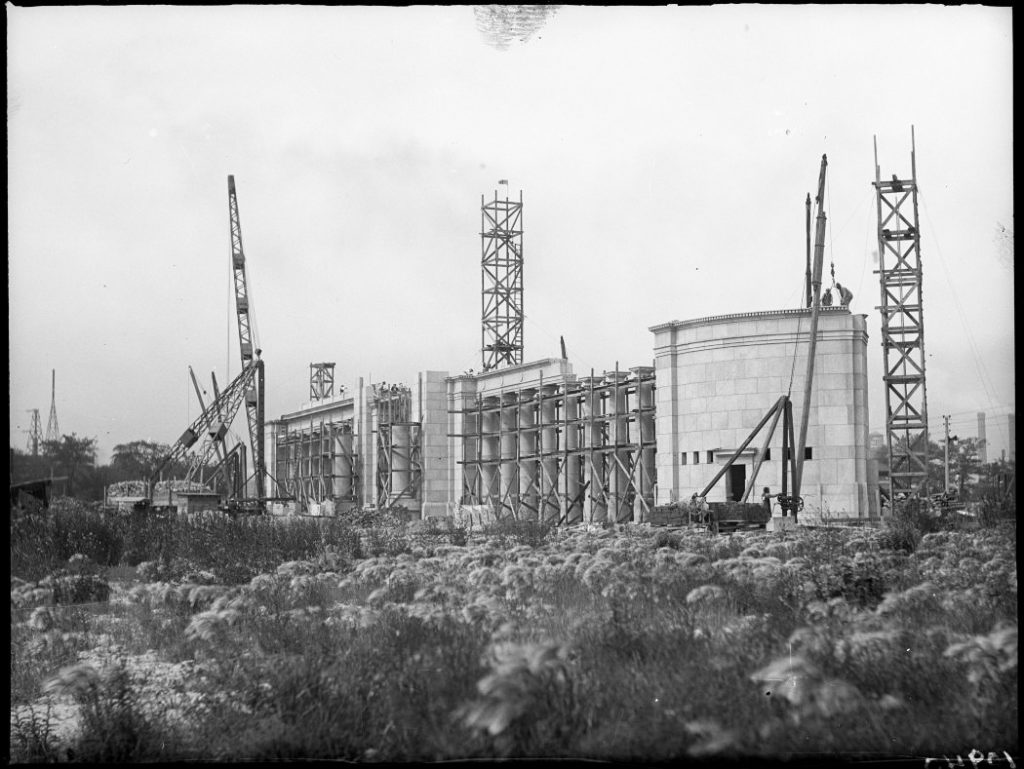 1927 - Construction of the Princes' Gates during the spring